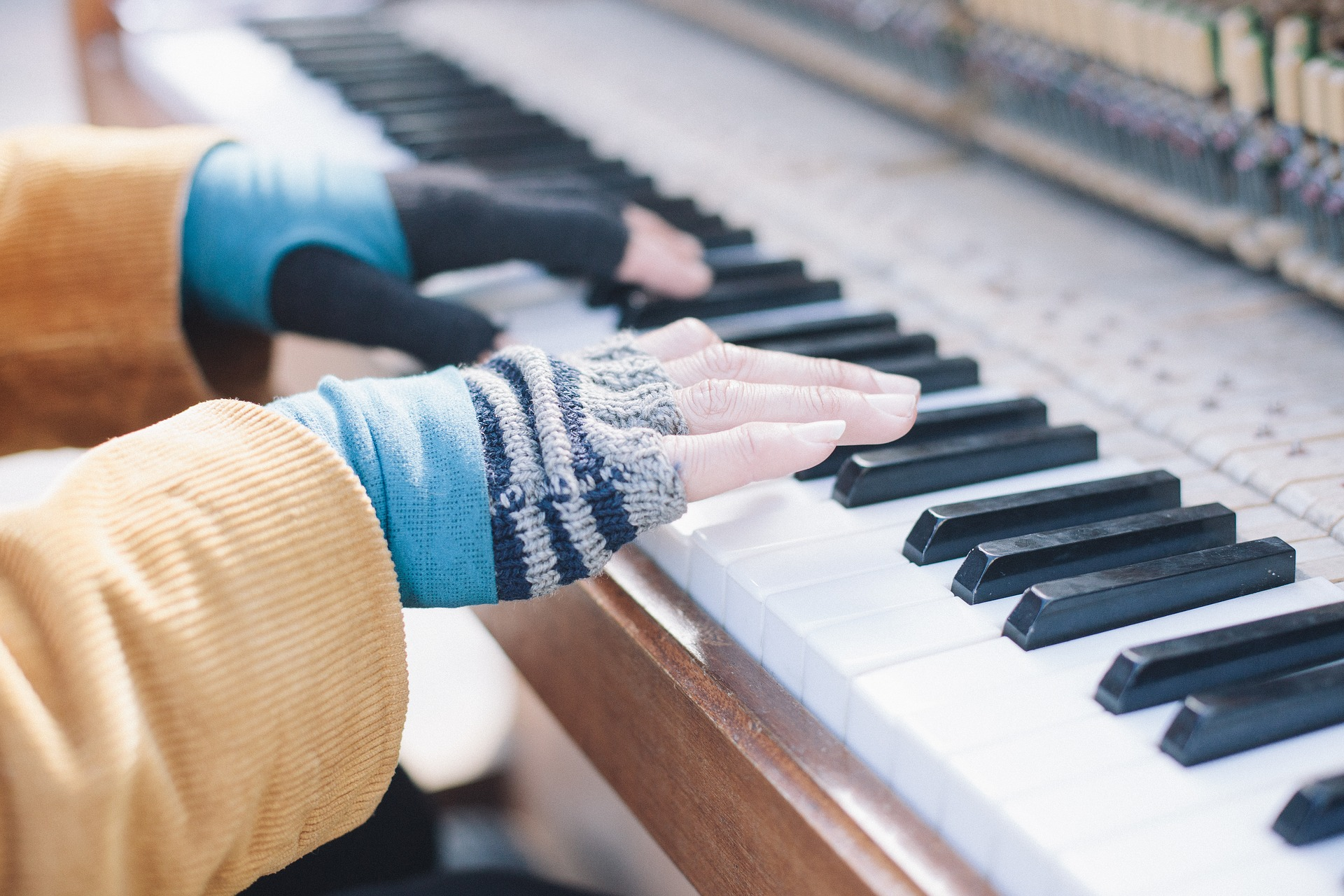 Play Piano By Chords